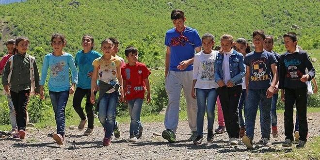 Köy Çoçuklarını Sporla Buluşturan Beden Eğitimi Öğretmeni